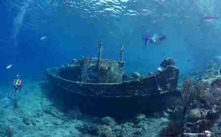 Curacao Dive Site Guide | Tugboat | Dive Curaçao