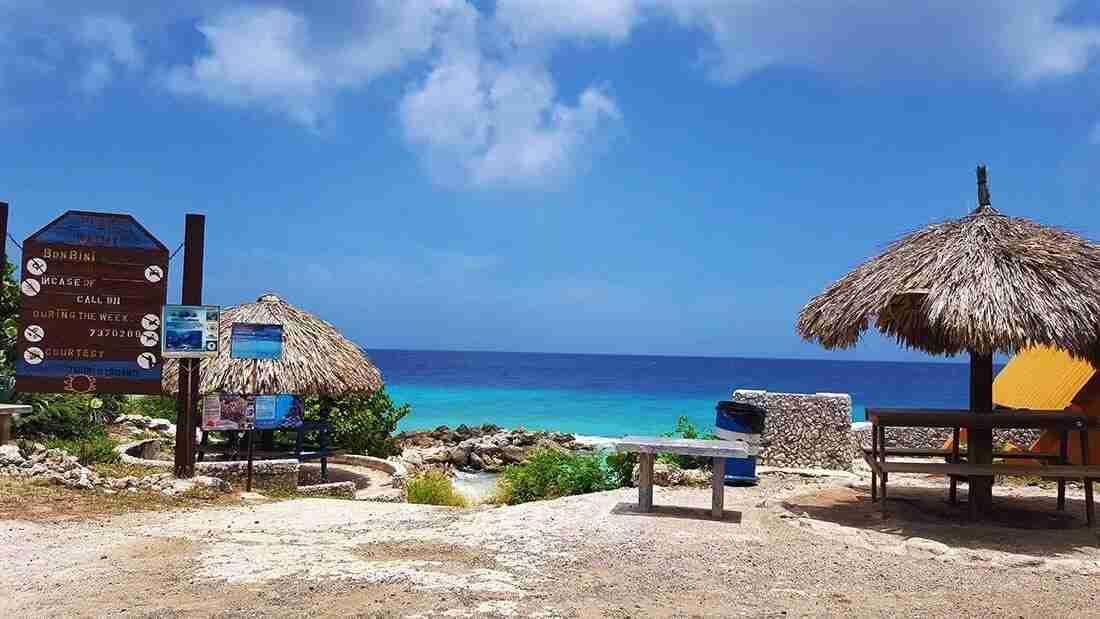 Curacao Dive Site Guide | Snake Bay - Slangenbaai | Dive Curaçao