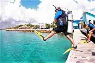 Oswaldos Drop Off | Curaçao Dive Site Guide | Dive Travel Curacao