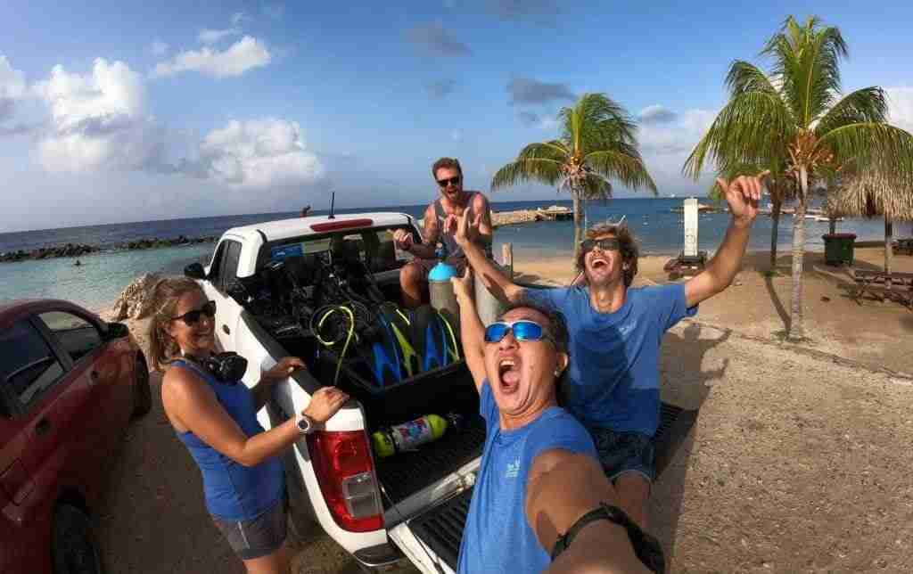 The Dive Bus | Unlimited Shore Diving Vacations | Dive Travel Curacao