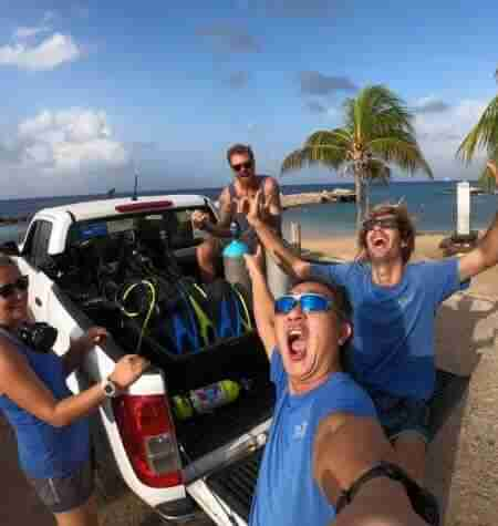 Welcome to episode 8 where we are visiting with The Dive Bus Curacaoand diving their remarkable house reef located at Marie Pampoen